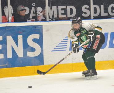 Lisa Östman varvar hockey med bandy och studier på Polishögskolan Foto: Joakim Angle/fbkbloggen