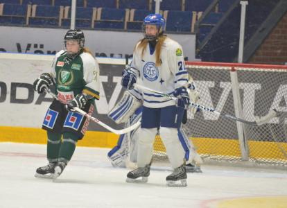 Josefin Andersson framför Leksandskassen. Foto: Joakim Angle/fbkbloggen