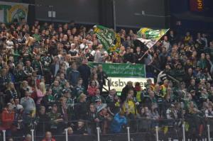 Mycket folk i arenan - 7544 - gav matchen en fin inramning. Spelarna var väldigt glada över stödet efter matchen  Foto: Joakim Angle/fbkbloggen