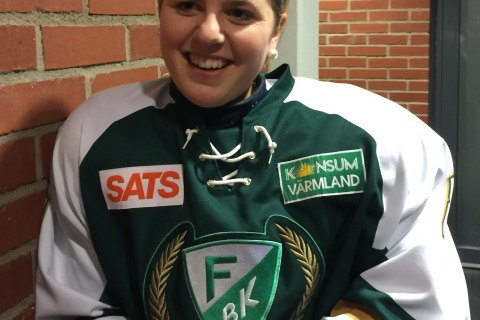 Frida Andersson hade bråttom efter matchen då hon bytte match i Kobbs Arena mot jobb i Löfbergs Arena Foto: Joakim Angle/fbkbloggen