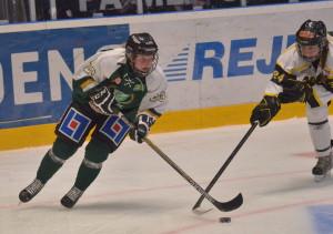 Fia Larsson in action på isen Foto: Joakim Angle/fbkbloggen