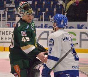 Pogge och Eric Himelfarb tackar varandra efter matchen Foto: Joakim Angle/fbkbloggen