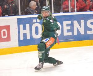Joel Eriksson Ek, med nysajnat treårskontrakt, firar sitt andra SHL-mål Foto: Joakim Angle/fbkbloggen