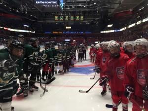Båda lagen uppradade för att hälsa på FBK och Växjö. Foto: Marie Angle/fbkbloggen