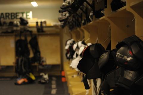 Dags att ta på sig blåstället och göra en viktig insats för svensk hockey. Foto: Robin Angle/fbkbloggen