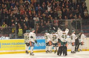 Färjestadsspelarna tackar fansen efter matchen Foto: Joakim Angle/fbkbloggen