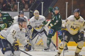 Wesslau har haft det tufft men gör -givevis- en bra match mot Färjestad Foto: Joakim Angle/fbkbloggen