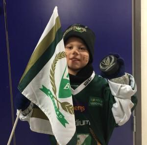 Tuff förlust, men fyraåriga Wilhelm, som har just Tolle som en av sina stora idoler, var glad över att få sin matchanvända puck - ett av priserna i vår tävling. Foto: Marie Angle/fbkbloggen
