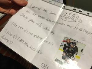 Per Åslund visar brevet som han fått av sin beundrare Foto: Marie Angle/fbkbloggen