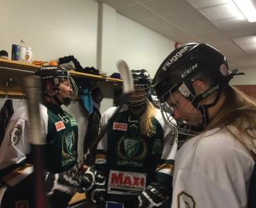 Nu kör vi! Kul att se #6 Lisa Östman, som varit skadad under större delen av kvalserien, tillbaka i laget! Foto: Marie Angle/fbkbloggen