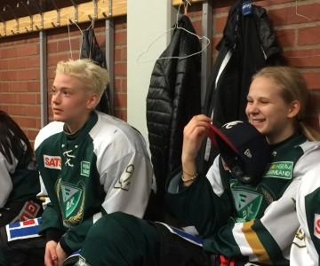 Jonna Andersson och Lisa Berg är lagets äldsta respektive yngsta spelare. Foto: Marie Angle/fbkbloggen