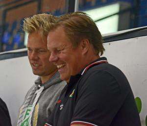 Materialare Joakim Andersson och sportchef Leif Carlsson under säsongens första ispass Foto: Joakim Angle/fbkbloggen