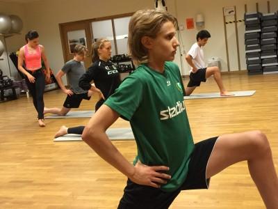 12-13 målvakter från  12-årsåldern och uppåt har deltagit i försäsongens tio gymnastikpass.