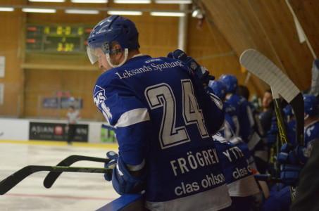 Jonas Frögren är ny kapten i Leksand och han hade några hjärtliga duster med sina gamla lagkamrater. Alltid avslutade med ett skratt och en klapp på axeln!