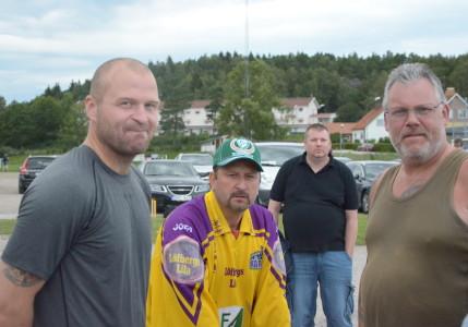 Jonas Frögren hälsar på tillresta fansen  Micke Andersson och Torsten Mårtensson