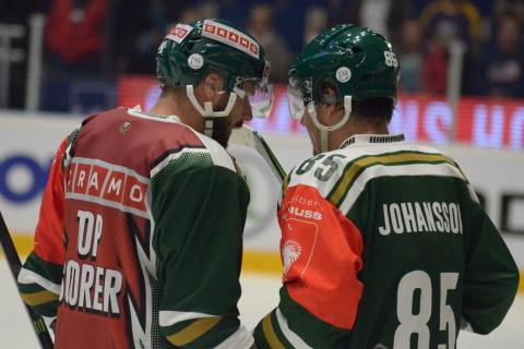 Milan Gulas i  Cramos NHL-inspirerade topscorer-tröja - bokstavligt talat ett rött skynke för många fans Foto: Joakim Angle/fbkbloggen