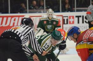 Marcus Paulsson  tekar mot vår Linus Persson Foto: Joakim Angle/fbkbloggen