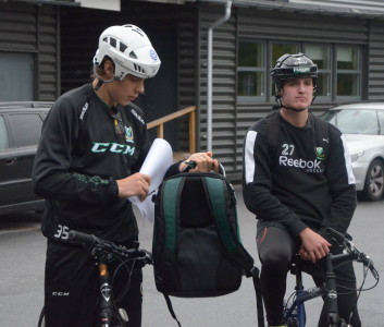 16-årige Olle Eriksson Ek, målvakt i J18, vet det inte än men han och hans lag kommer inte bara ta hem cykelmomentet utan hela tävlingen...