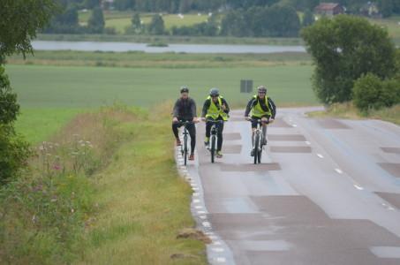 """""""Cykla INTE flera i bredd nu!"""", poängterade tränarna innan avfärd..."""
