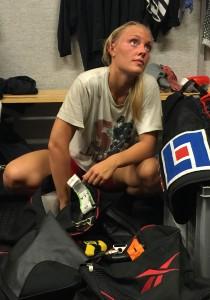 Håkan Loob pryder Maja Ewels tröja, och Färjestad har alltid varit laget i hennes hjärta! Maja är en hårt jobbande spelare, som både kan spela back och forward. Hon  kommer att vara användbar både i spel i numerärt överläge och numerärt underläge! Foto: Marie Angle/fbkbloggen