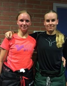 Karin och Josefine i spelargången i Löfbergs Arenas inre efter fredagens träning. Ingen dålig förstärkning på forwardssidan inför Trollhättan Hockey Trophy!  Foto: Marie Angle/fbkbloggen