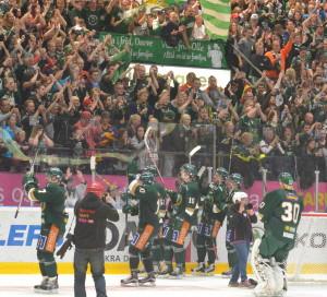 Skön stämning i arenan med över 8000 på plats! Foto: Joakim Angle/fbkbloggen