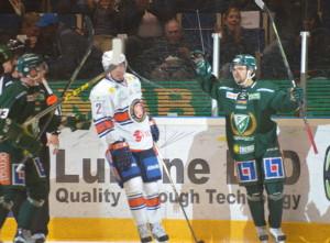Johan Olofsson och lagkamraterna jublar efter 1-0-målet! Foto: Joakim Angle/fbkbloggen