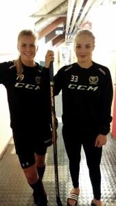 Julia Pettersson och Emma Lindgren blir årets assisterande kaptener bakom lagkapten Sara Kask. Foto: FBK Dam