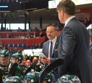 A-lagstränarna Tommy Samuelsson och Andreas Ante Karlsson i båset Foto: Joakim Angle/fbkbloggen