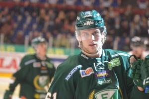 Gunnarsson firar första målet med lagkompisarna Foto: Joakim Angle/fbkbloggen