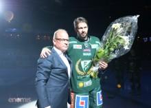 Rickard Wallin och Sture Emanuelsson på isen efter ceremonin Foto: Simone Syversson/Enomis