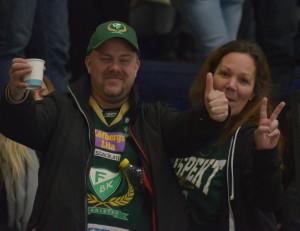 Två välbekanta fans på läktaren idag! Foto: Joakim Angle/fbkbloggen