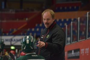 Henrik Loob coachar i båset